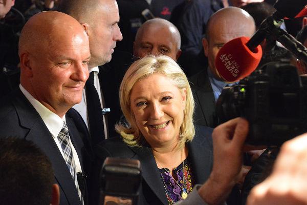 父親と違い大衆路線をアピールするマリーヌ・ルペン党首は笑顔を絶やさなかった。=13日、リール 撮影:筆者=