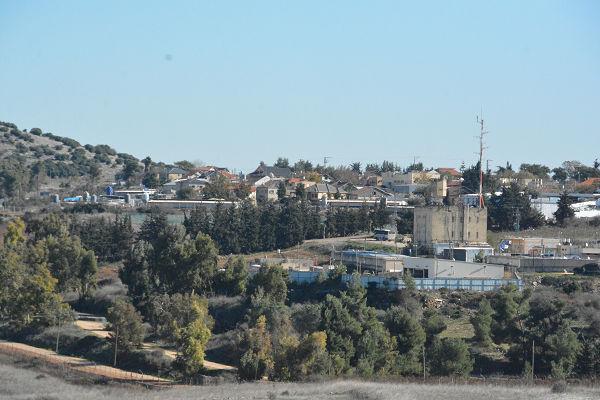 イスラエルの村落。ここにも対レバノンの盾となるイスラエル国民がいる。戦争屋の犠牲になるのはいつも庶民だ。=6日、ヴェント・ジュバイル村より望む 写真:筆者=