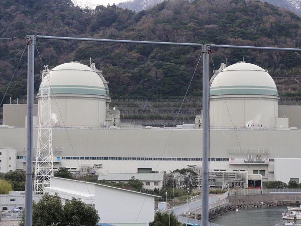 関西電力高浜原発。福井県高浜町=写真:脱原発グループ提供=
