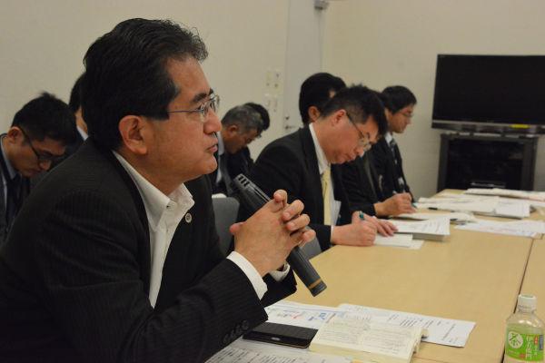 裁判例をめぐって口を濁した厚労官僚に対して労働弁護団の棗一郎弁護士は「裁判例はある」とピシャリ。=7日、参院会館 撮影:筆者=