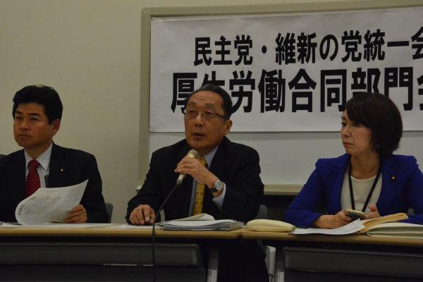 津田弥太郎議員(中央)は「竹中平蔵の横ヤリで作られた制度なんですよ」と喝破した。=7日、参院会館 撮影:筆者=