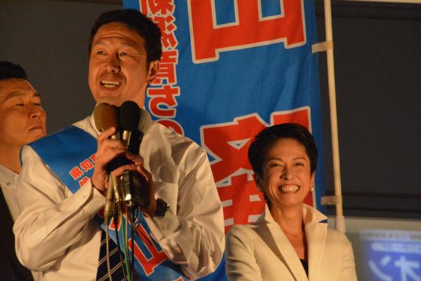 推薦を出さなかった民進党の蓮舫代表は米山候補を「仲間」と強調した。これも市民の危機感が後押しした野党共闘の成果だ。=14日夕、新潟市内 撮影:筆者=