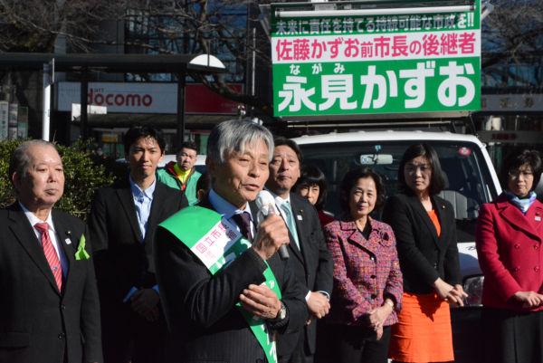 永見理夫候補は「前市長の後継者」を最大の売りにする。=18日、国立駅前 撮影:筆者=