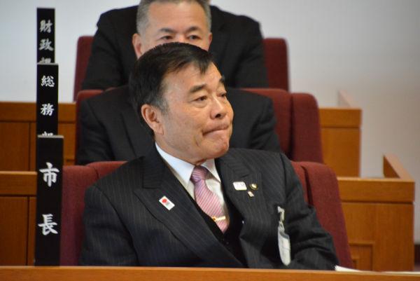 菅良二市長。少子高齢化、人口減が進むことを理由に加計学園誘致を説くが。=3月、今治市議会 撮影:筆者=
