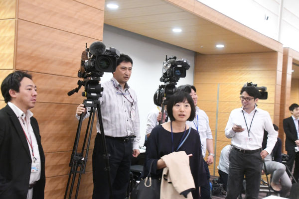 勉強会はやがて派閥となる。テレビ局6社はじめマスコミ各社が取材に来た。=16日、衆院会館 撮影:筆者=