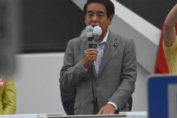 下村氏は自民党東京都連の会長でもあった。写真は都議選最終日に自民党候補の応援演説に駆け付けた下村氏。=1日、秋葉原 撮影:筆者=