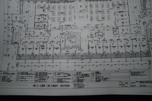 「図面番号A-08」:実験室がある5階の平面図。「実験室はふつう端っこに置かれるのにここは中の方にある」と獣医学会関係者は首を傾げた。