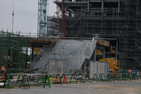 建設が進む加計学園・岡山理科大学獣医学部キャンパス。=9月、今治市いこいの丘 撮影:筆者=