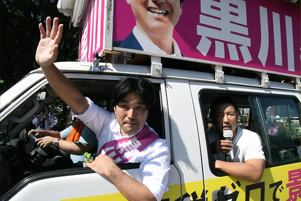 「安倍総理、急所を突いてゴメンなさい」「昭惠さん、証人喚問カモンカモン」・・・山本議員のユーモラスな呼びかけが安倍首相の城下町に響いた。=10日、下関市 撮影:筆者=
