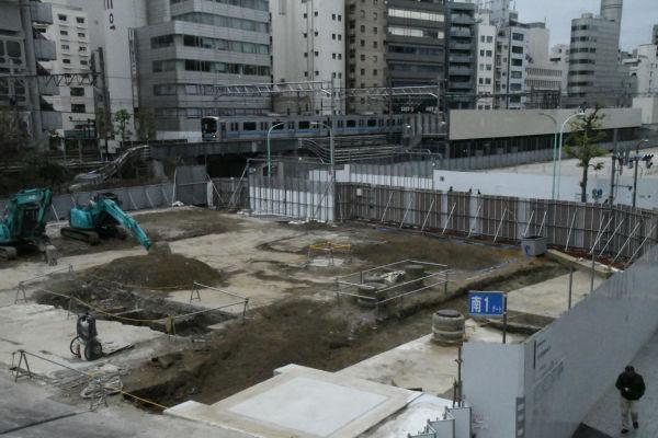 更地となった宮下公園。樹々に覆われ緑も豊かだった空間は変わり果てた姿となった。=31日、渋谷区 撮影:筆者=