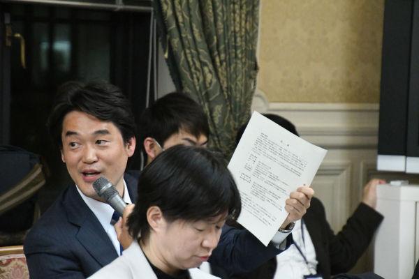 小西洋之議員(民進)。官僚による公文書改ざんを見抜いたのは元官僚だった。 =5日、衆院第16控室 撮影:筆者=