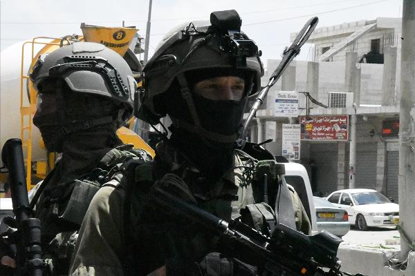 れっきとしたパレスチナの市街地なのだが、イスラエル軍は我がもの顔で侵攻してきた。軍の完全コントロール下にあるC地区の悲劇だ。=14日、西岸側イスラエル国境 撮影:田中龍作=